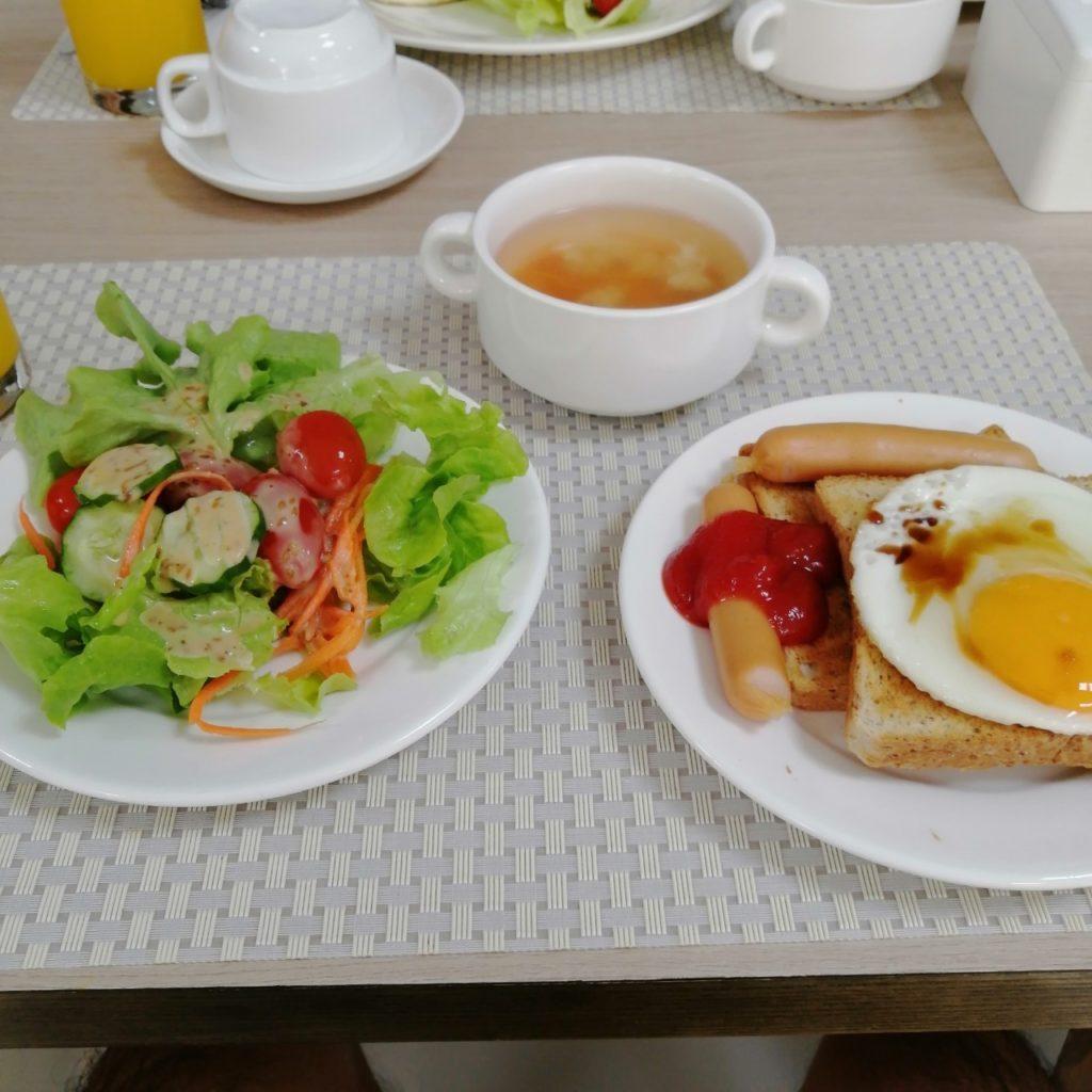ガモンサービスアパートの朝食